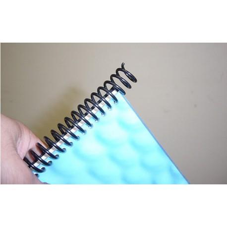 la spirale 6 mm dépasse du papier perforé une fois insérée