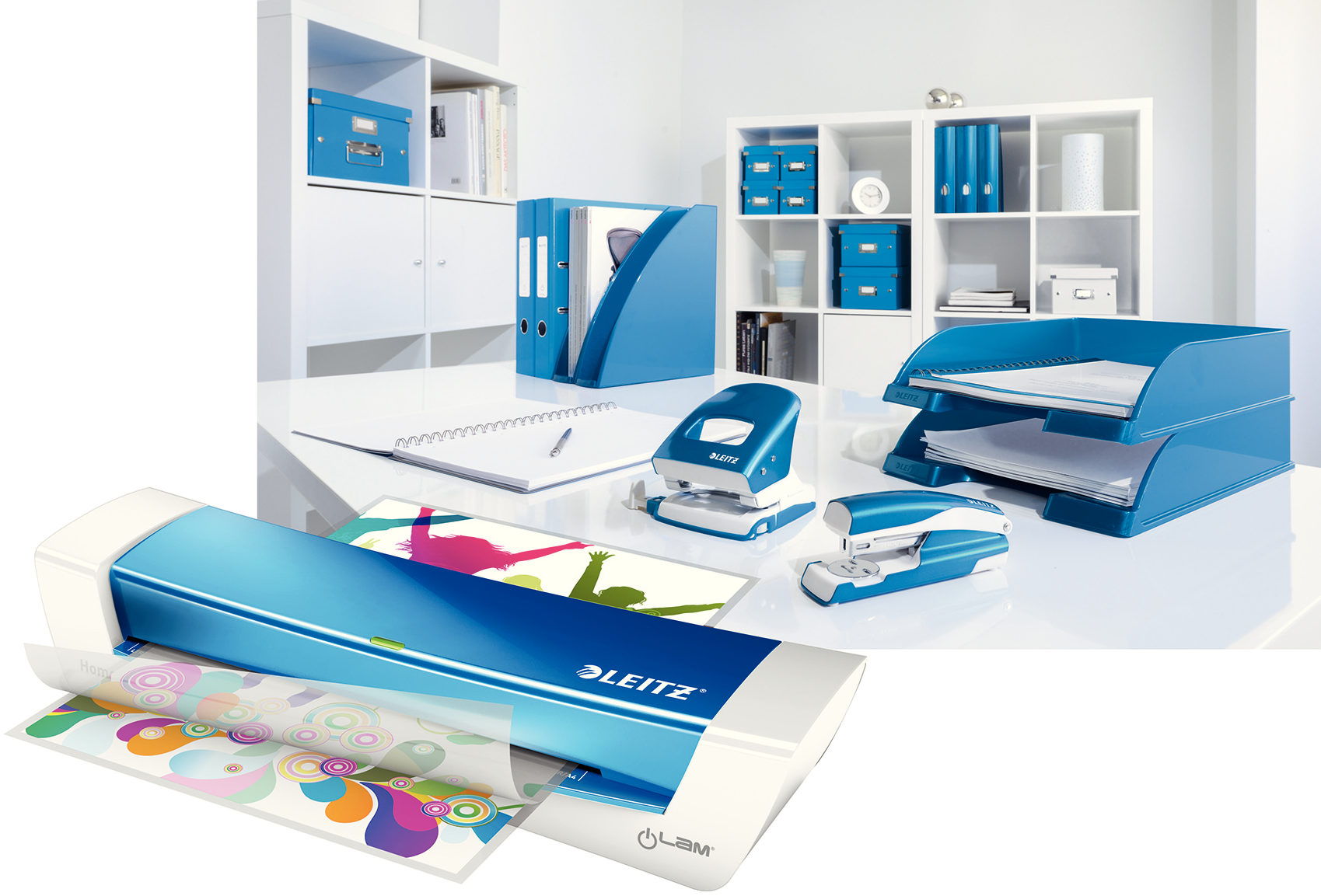 La Plastifieuse A4 Ilam Home Office bLEU métallisé est une machine à plastifier A4 moderne et rapide